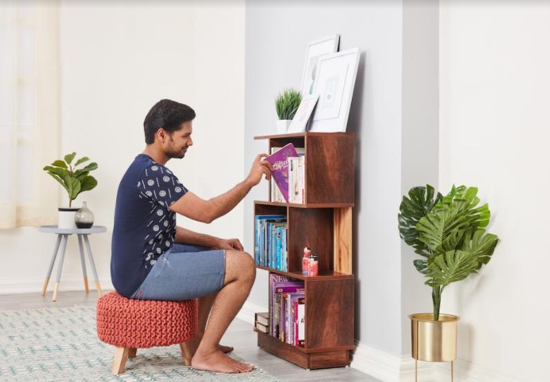 wakefit bookshelf lifestyle image